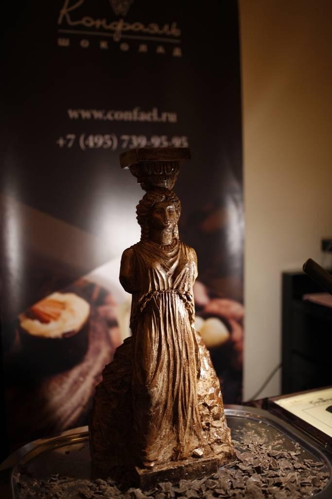 "Скульптура из шоколада ""Богины архитектуры"", Конфаэль"