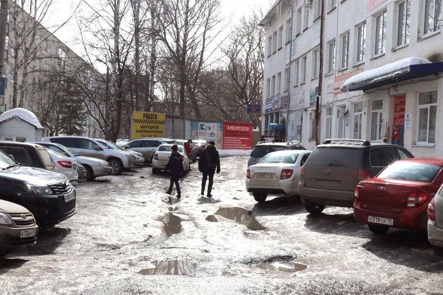 Жители Саранска просят перенести офис таксистов из центра города