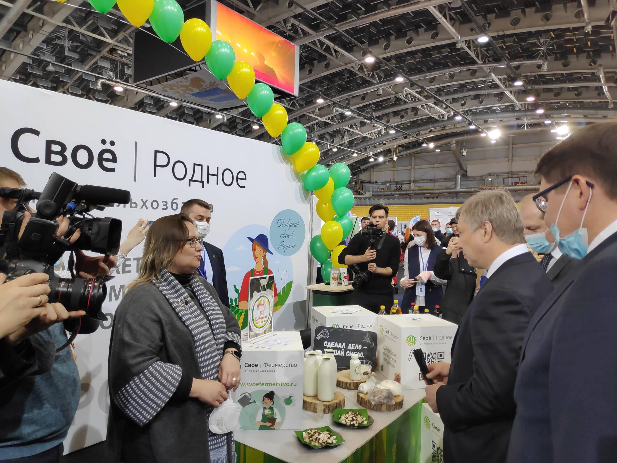 стенд Россельхозбанка посетил врио губернатора Ульяновской области Алексей Русских