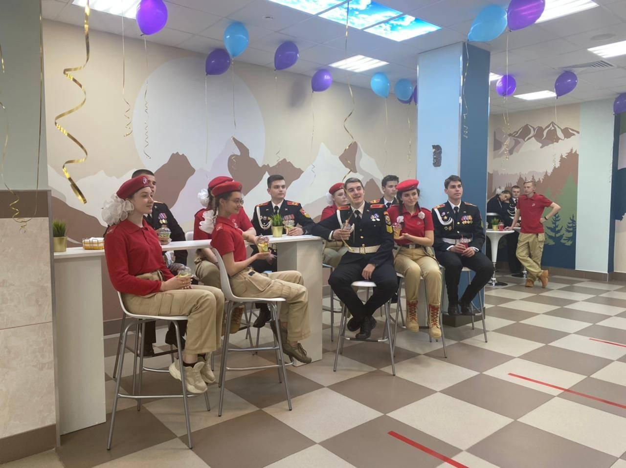 Кадеты и юнармейцы ГБОУ Школы №709 г. Москвы в зоне отдыха кафе-бар