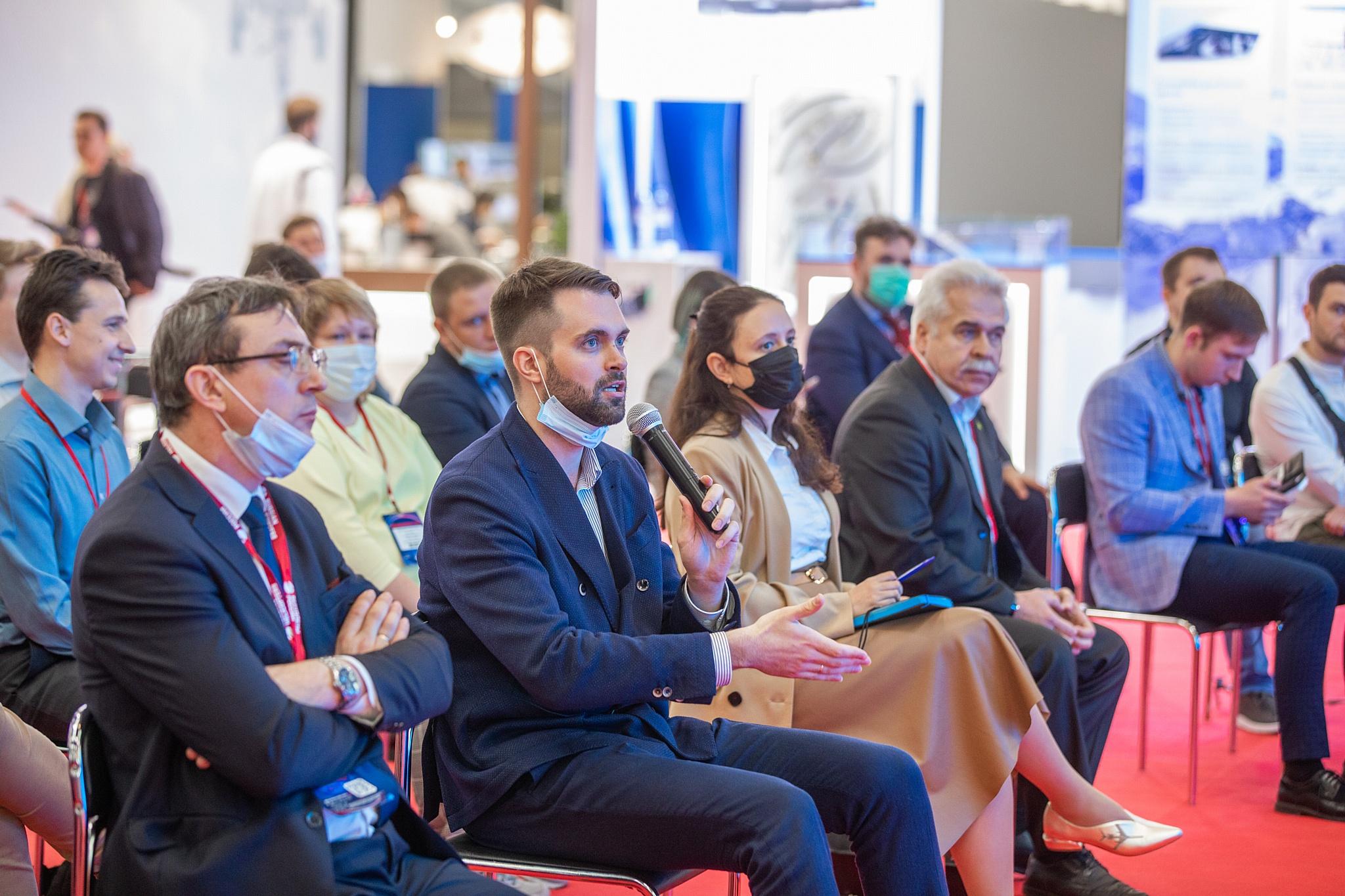Диалог экспертов и участников в рамках экспертной сессии