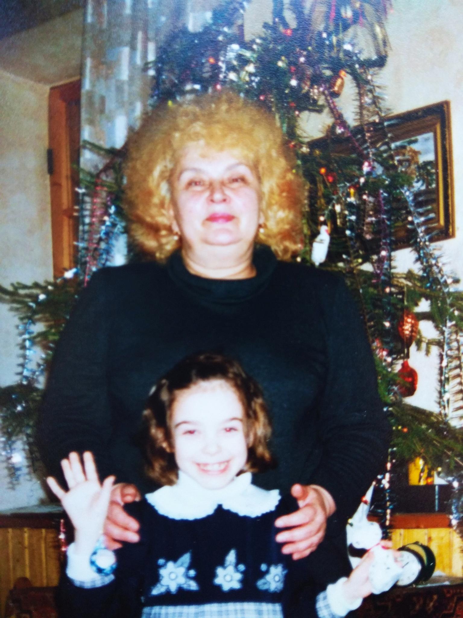 Нинель Теплова с внучкой
