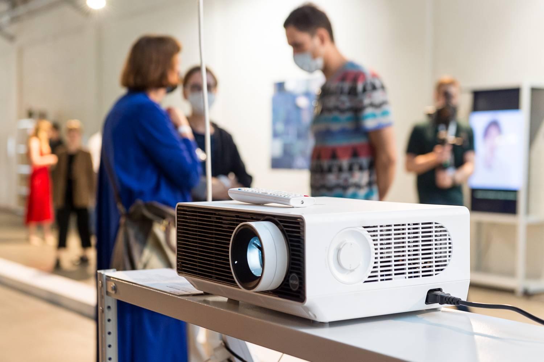 Телевизоры и проекторы LG на выставке «Аксиология обновления»