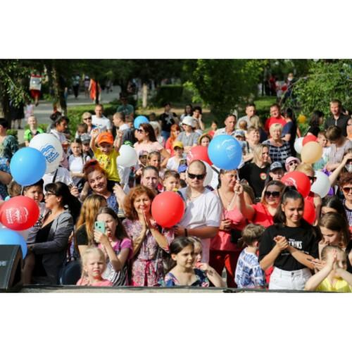 Маленьким астраханцам подарили праздник в крупнейшем парке города