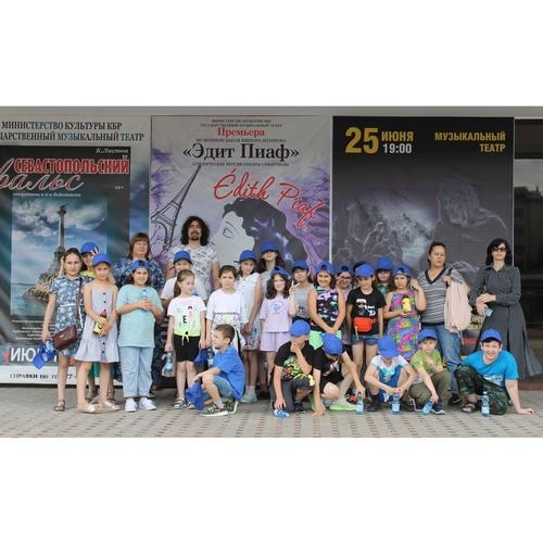 В гости за кулисы: активисты из КБР организовали для детей экскурсию