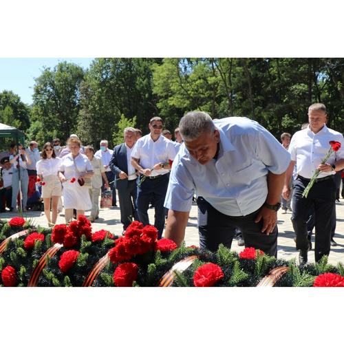 Сотрудники Орелэнерго почтили память защитников Отечества