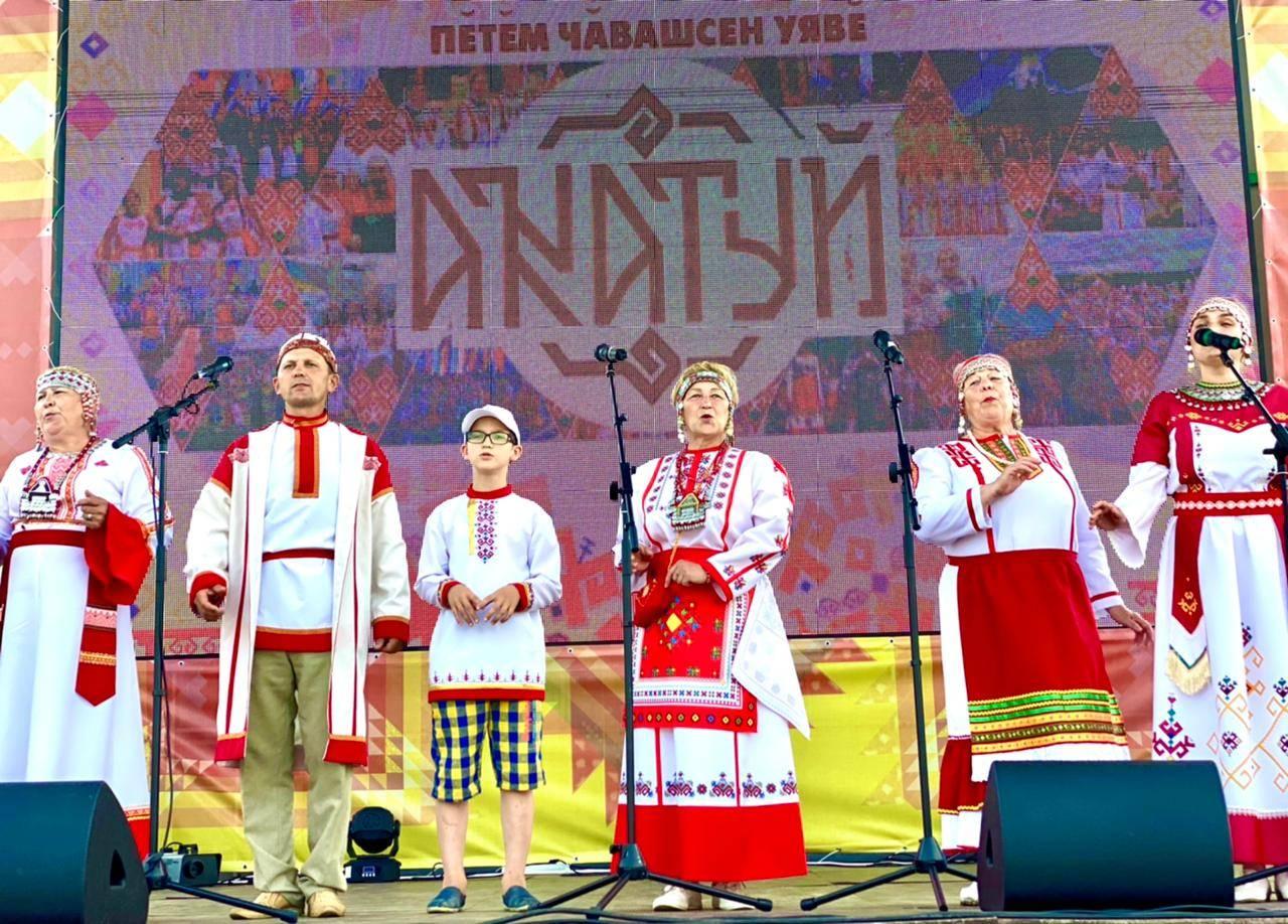 Народные коллективы регионов России украсили IX Всечувашский «Акатуй»
