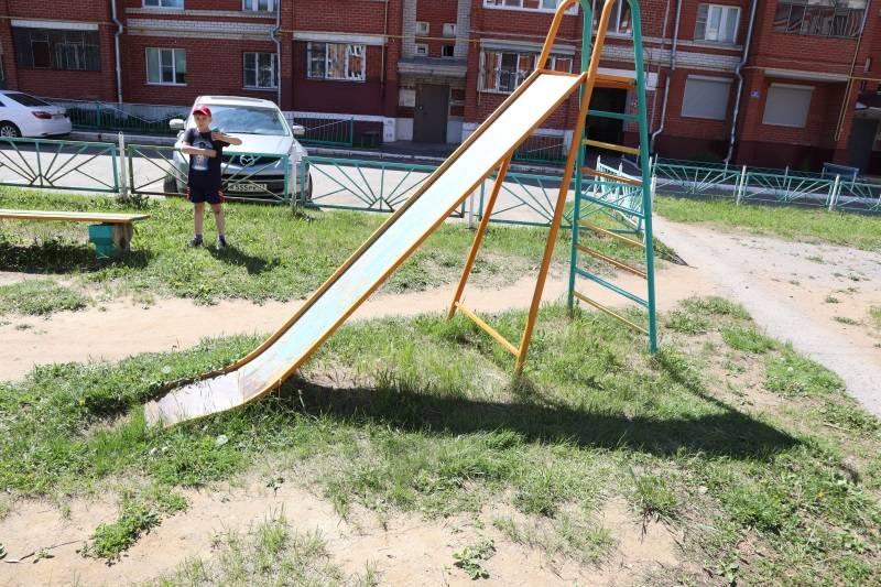 На некоторых детских площадках Саранска ребенок может получить травму