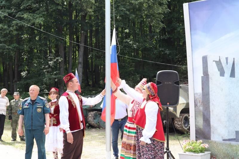 В честь Дня России ОНФ в Мордовии поднял флаг на Сурском рубеже
