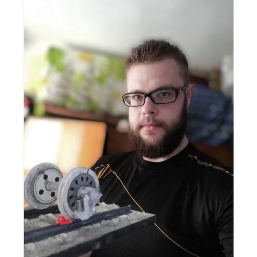 Умелец из Магдагачи создал миниатюрную колёсную пару из бумаги