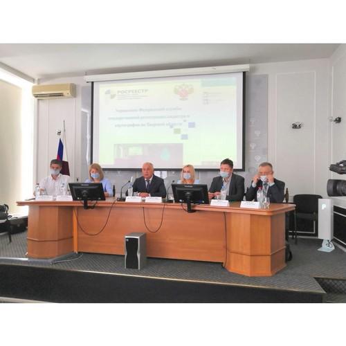 Ведение комплексных кадастровых работ обсудили в тверском Росреестре