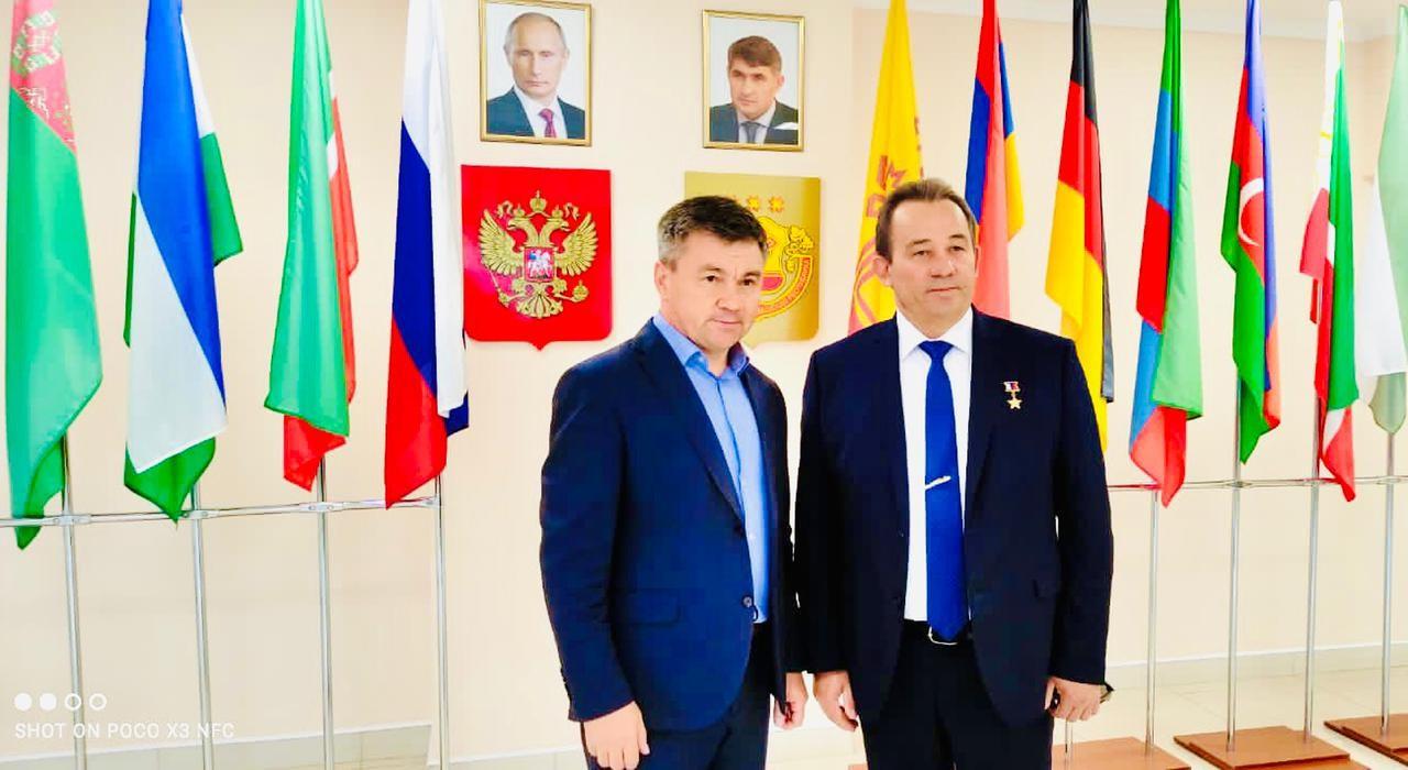 Дом дружбы народов Чувашии посетил Герой России Николай Гаврилов