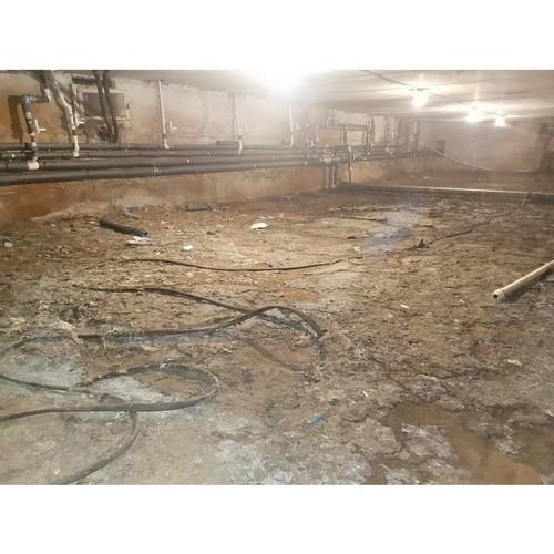 В подвале воронежской многоэтажки фонтаны нечистот бьют из-под земли