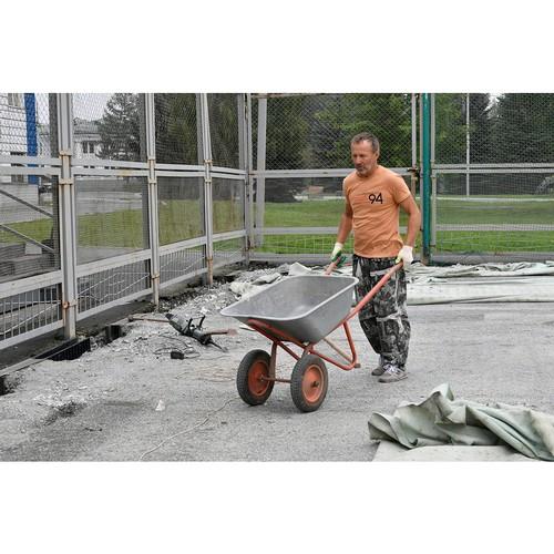 Уралвагонзавод реконструирует футбольное мини-поле