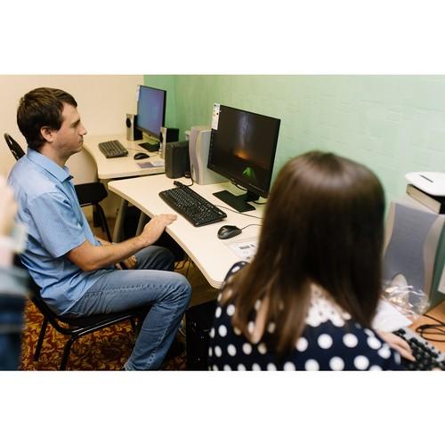 Фонд «Милосердие» помогает инвалидам по зрению осваивать компьютер
