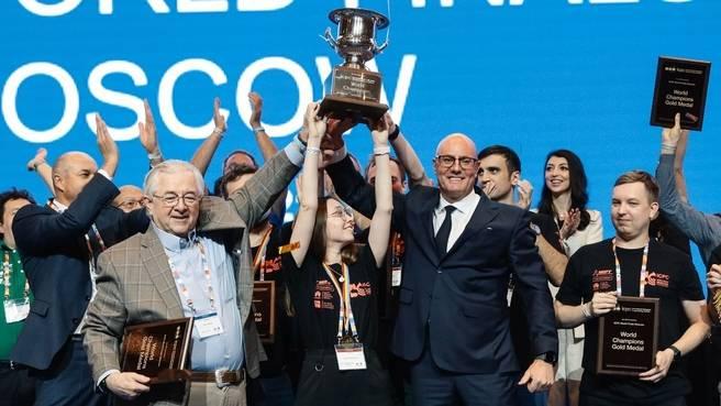 Дмитрий Чернышенко наградил победителей Международного студенческого чемпионата по программированию ICPC. Фото: сайт Правительства РФ
