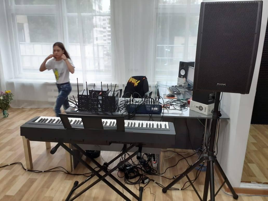 Фонд «Милосердие» помог оснастить вокальную студию для юных талантов