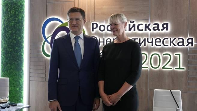 Александр Новак и Генеральный секретарь МИРЭС Анджела Уилкинсон. Фото: сайт Правительства РФ