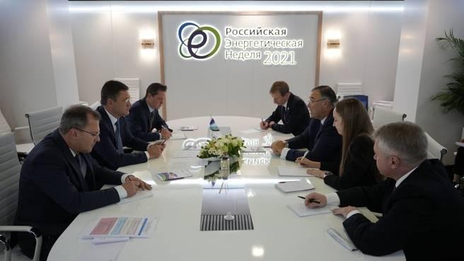 Встреча Александра Новака и главного исполнительного директора TotalEnergies Патрика Пуянне. Фото: сайт Правительства РФ