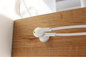 Наушники iriver IDP-1000: плоский шнур и объемное звучание