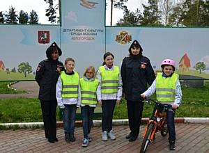 Группа по пропаганде ОБ ДПС ГИБДД Зеленограда стоит на страже безопасности детей и их родителей