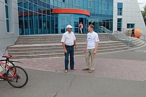 Активисты ОНФ в Хакасии проверили наличие доступной среды в спорткомплексе «Абакан»