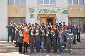 Холдинг «Евроцемент груп» провел экологическую акцию «Нам здесь жить и работать»