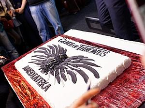 АндерСон испек для Юрия Колокольникова торт с трехглазым вороном