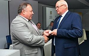 Писателя и журналиста Александра Лапина наградили медалью в честь Года литературы.