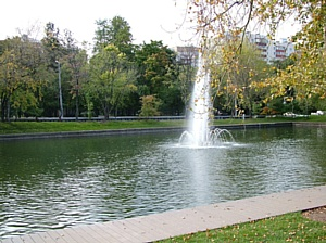 Объекты из террасной доски «Твинсон» украсили парки Москвы