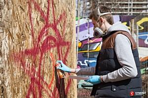 В столице нарисовали граффити ко Дню Победы