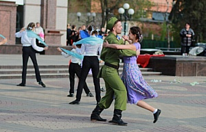 """Танцевальный флешмоб """"Синий платочек"""" пройдет в Москве"""