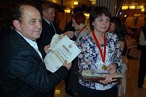 Награждение тружеников предприятий, входящих в состав юбилейных областей.