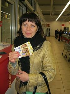 ЭКО-маркет раздал 136 покупателям тыкв билеты в кино и сертификаты от сети Мафия