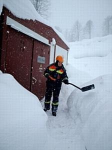 Сочинское ПМЭС ежедневно проводит очистку от снега ТП и РП 10 кВ в Красной Поляне