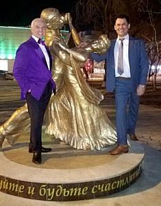 В Тюмени открыли скульптуру в честь бальных танцев!