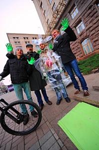 В Киеве показали приключения Человека-бутылки