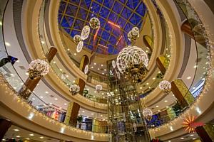 Предпраздничный шопинг в ТРЦ «Аура» продлен до 23:00!