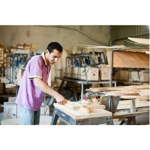 Медведев: малый бизнес сможет обеспечить работой половину россиян