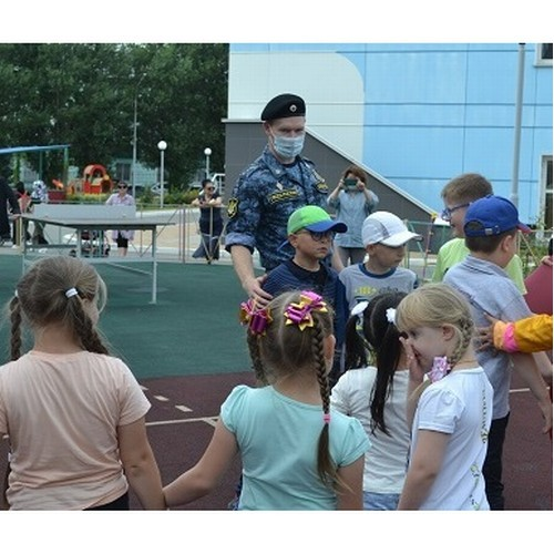 Судебные приставы Сахалинской области поздравили детей  с Днём знаний