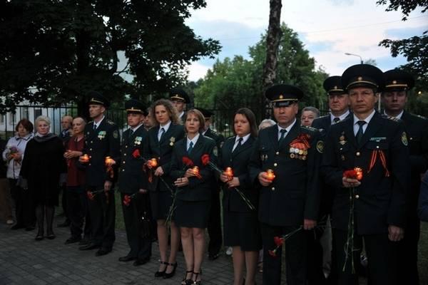 Смоленские таможенники приняли участие в акции  «Свеча памяти»
