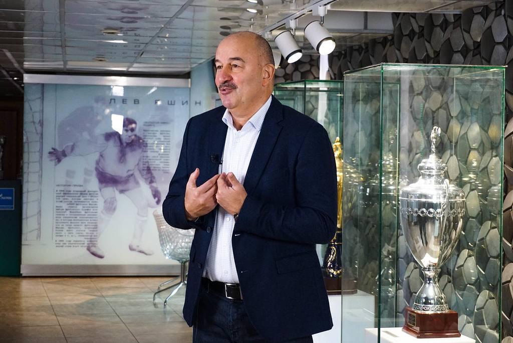 Тренер сборной России по футболу Черчесов стал лауреатом премии