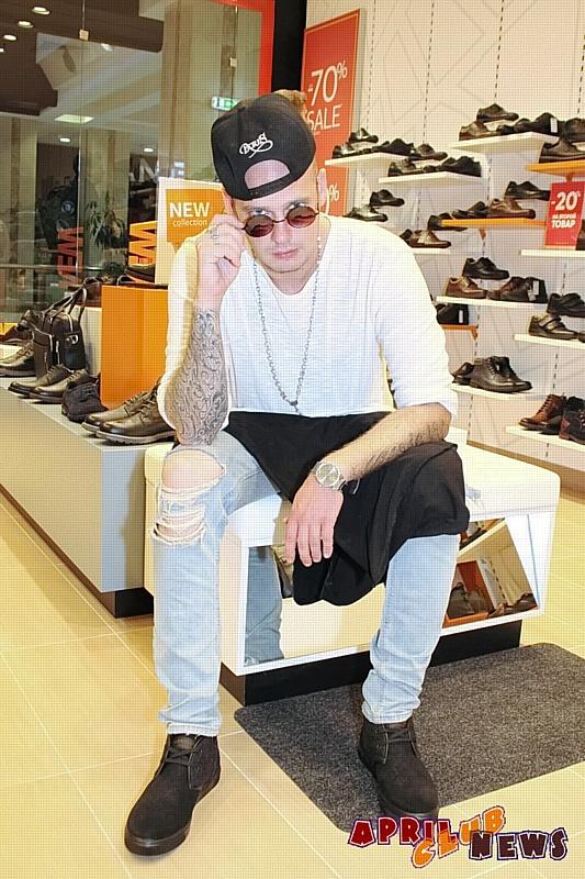 NJohn на шопинге в Thomas Munz
