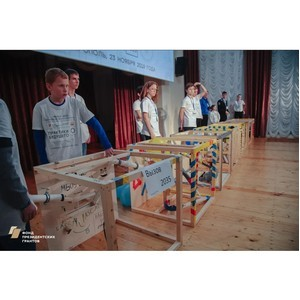 Более 200 школьников состязались в создании машин Голдберга