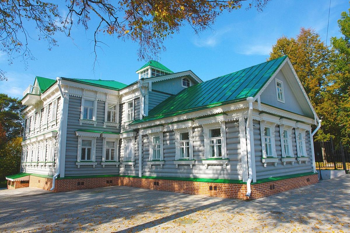 Здание музея в селе Федоскино