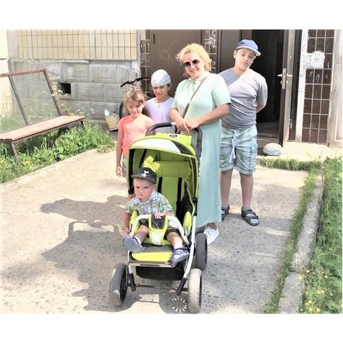 Многодетная семья переехала из барака в хорошую квартиру в Костомукше