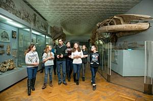 Школьники «заглянули в прошлое» в Национальном научно-природоведческом музее