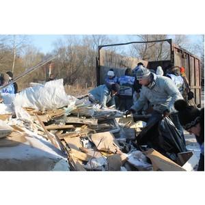 Активисты ОНФ в Петербурге очистили от мусора побережье в Кронштадте