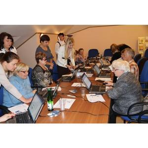 В Московской области пожилых людей учат оплачивать коммунальные услуги через интернет