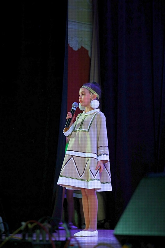 Юная Алиса Павлович только в этом году пришла в коллектив и уже была выбрана ведущей столь ответственного и масштабного мероприятия.